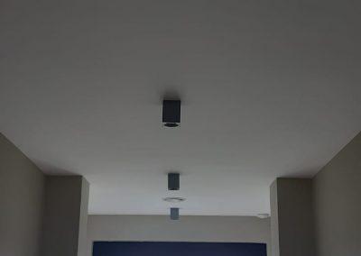 Din cauza cerintelor tot mai mari pentru izolarea cladirilor si eficienta energetica este nevoie instalarea sistemelor de ventilatie cu recuperare de caldura pentru a asigura necesarul de aer proaspat in noile cladiri inchise tot mai etans. Deoarece aveam la dispozitie distribuirea aerului proaspat in toate incaperile s-a optat pentru optionala de climatizare Mitsubishi electric cu detenta directa folosind o baterie de expansie directa instalata in fluxul de aer proaspat introdus asiguran confortul termic in intreaga cladire. Unitatea de climatizare in detenta directa are controlul separat si se regleaza temperatura pe toata cladirea.